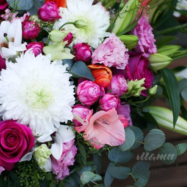 Корзинка с цветами Ароматная лилия